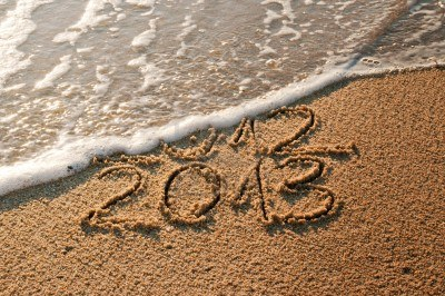 15506184-2012-and-new-year-2013-coming--waves-erase-year-2012-on-the-sandy-beach
